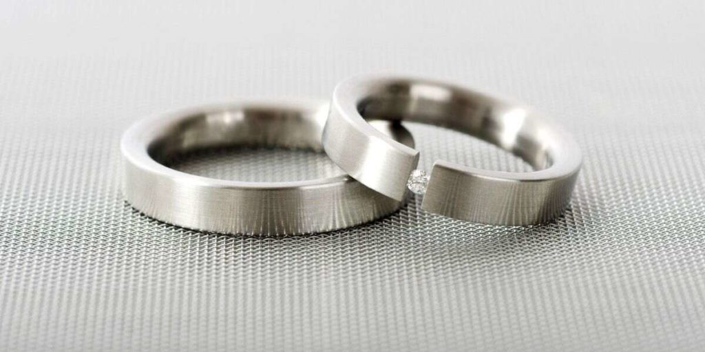 The metal of the ring